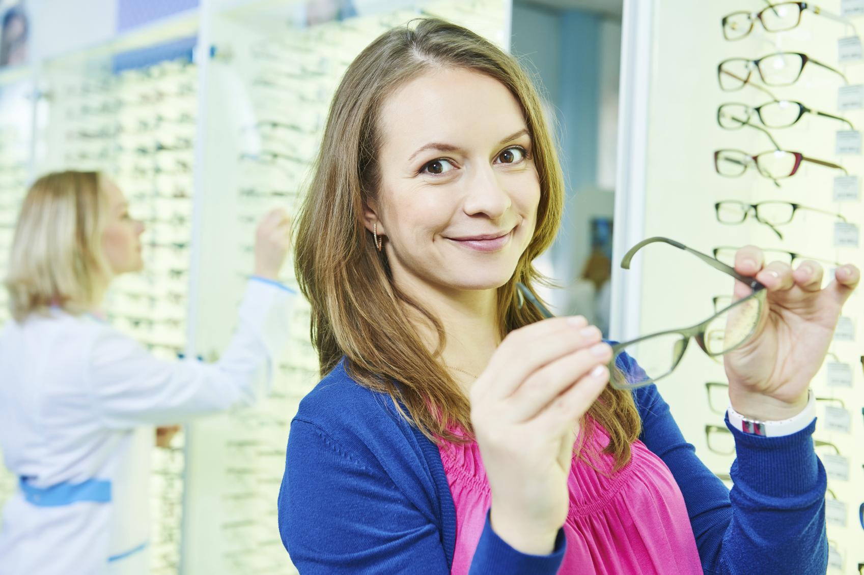 62db24ca29 Consecuencias estéticas del uso de gafas | Blog de Clínica Baviera