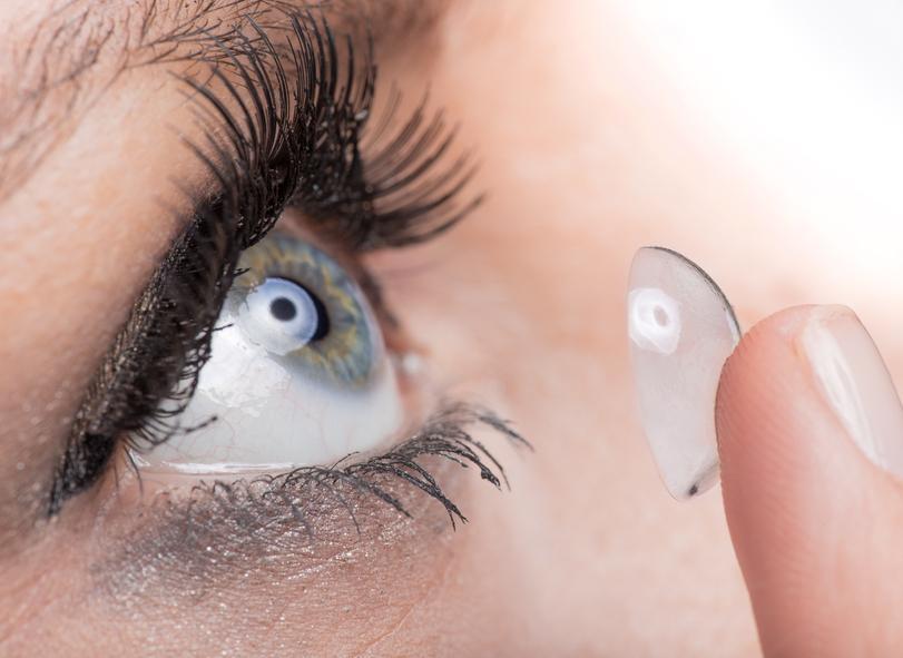 2d42f04006156 Lentillas miopía y astigmatismo  pros y contras