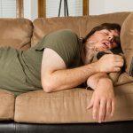 ¡Cuidado con olvidar las lentillas para dormir la siesta!