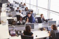 Panorámica de oficina con gente