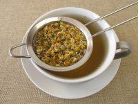 Infusión de manzanilla en taza