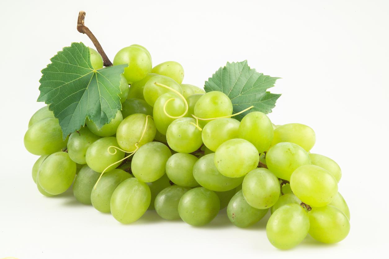 Propiedades y beneficios para la vista de la uva blanca