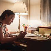 ¿Cuál es la mejor luz para estudiar?