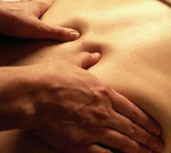 Plan Amigo de Clínica Baviera. Primer plano masaje