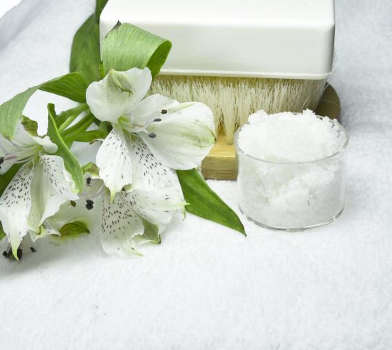 Plan Amigo de Clínica Baviera. Jabón, toalla y flor